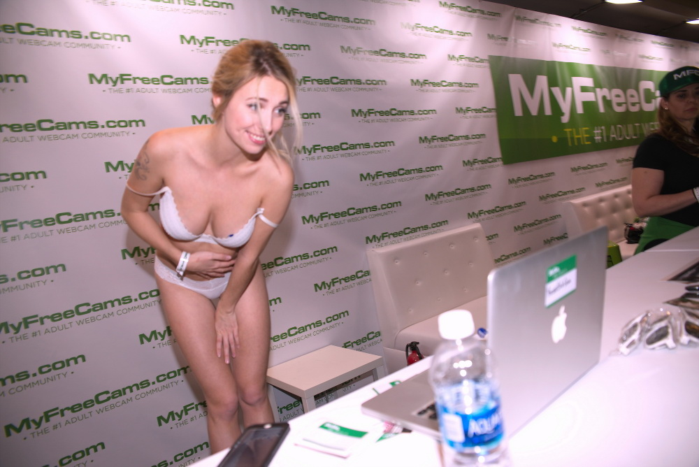 myfreecams girl camming at AVN 2017