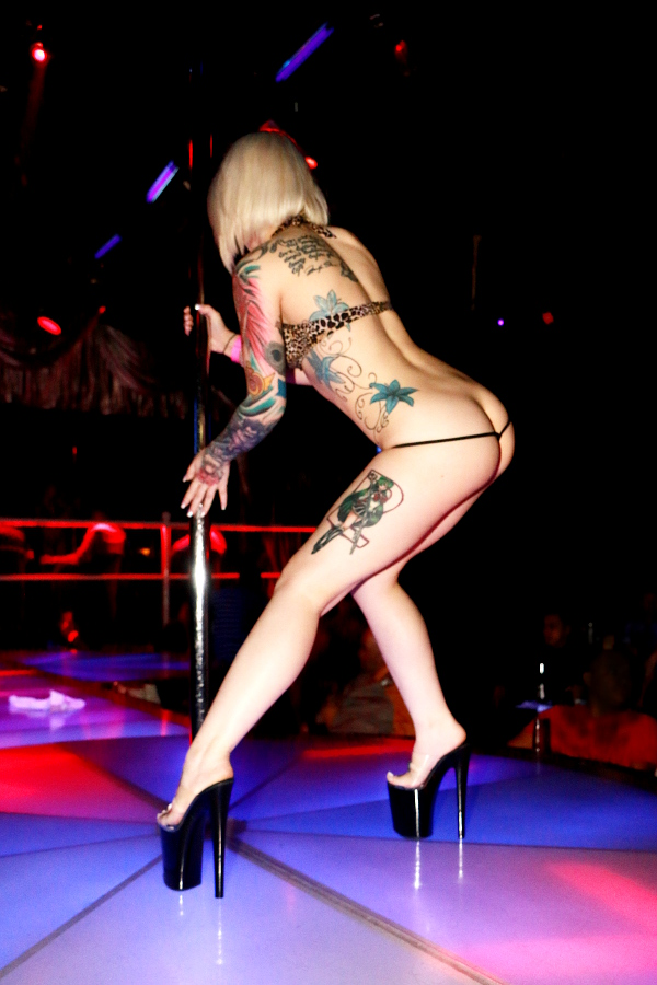 vegas-stripper-action-naked-girls-from-flavor-of-love