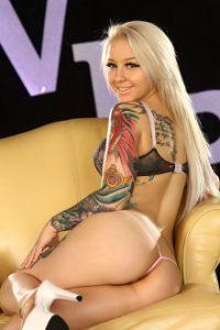 Avril bikini lavigne pic