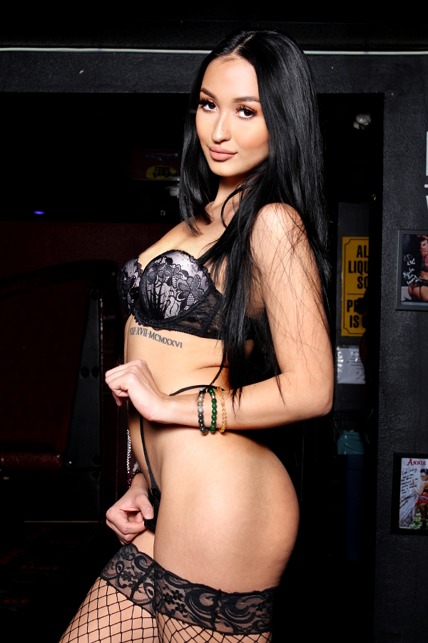 Las Vegas stripper Kendra of Little Darlings